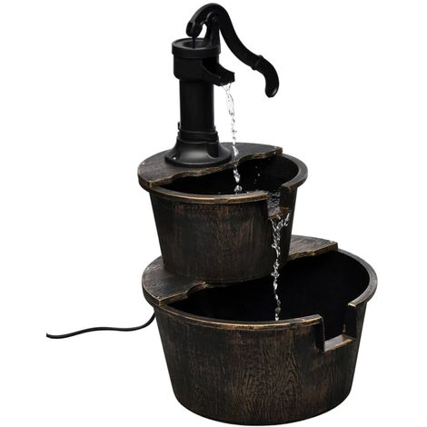 Fuente con diseño de bomba de pozo