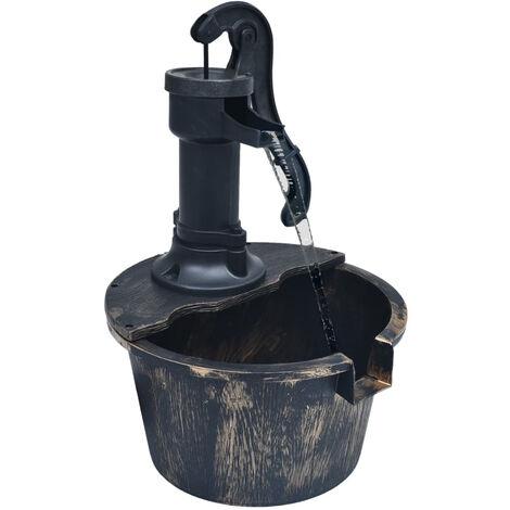 Fuente de jardin con forma de barril y con bomba