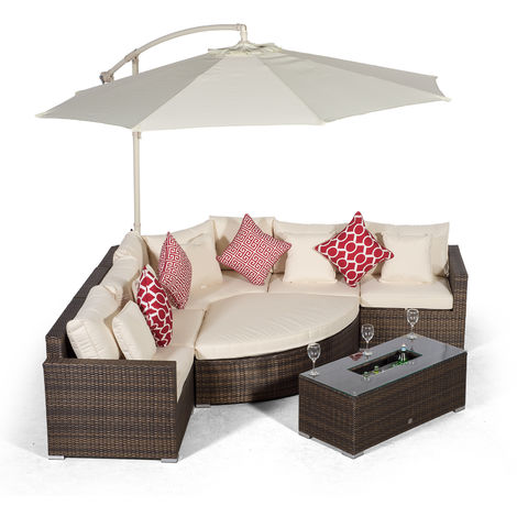 Giardino Santorini 5 Seat Brown Rattan Corner Sofa Set + Large Ice Cooler Table, Parasol + Outdoor Furniture Cover | L Shaped Outdoor Corner Sofa | Poly Rattan Garden Sofa Set + Sun Lounger & Daybed