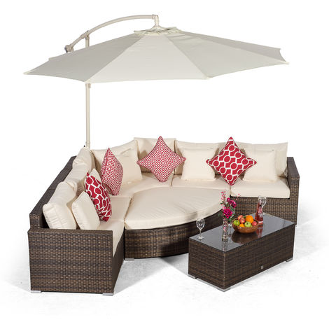 Giardino Santorini 5 Seat Brown Rattan Corner Sofa Set + Ottoman, Parasol + Outdoor Furniture Cover | L Shaped Outdoor Corner Sofa | 8 piece Patio Poly Rattan Garden Sofa Set with Sun Lounger & Daybed