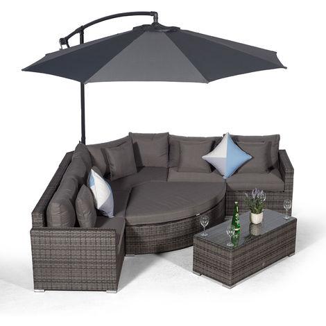 Giardino Santorini 5 Seat Grey Rattan Corner Sofa Set + Ottoman, Parasol + Outdoor Furniture Cover | L Shaped Outdoor Corner Sofa | 8 piece Patio Poly Rattan Garden Sofa Set with Sun Lounger & Daybed