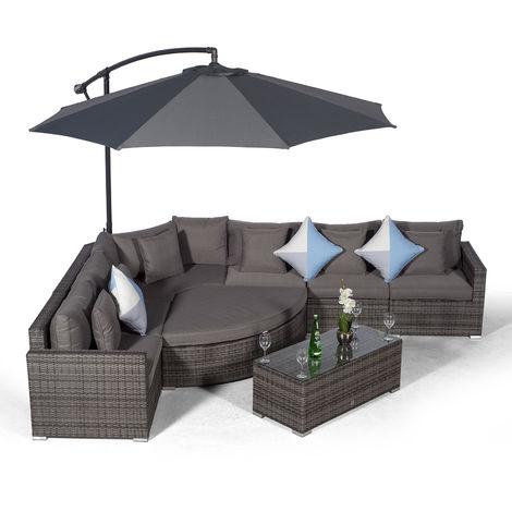 Giardino Santorini 6 Seat Grey Rattan Corner Sofa Set + Ottoman, Parasol + Outdoor Furniture Cover | L Shaped Outdoor Corner Sofa | 9 piece Patio Poly Rattan Garden Sofa Set with Sun Lounger & Daybed