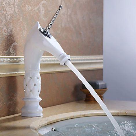 Grifería de baño pintada de blanco con diseño de unicornio en acabado cerámico