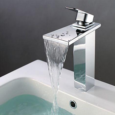 Grifería de lavabo con efecto cascada, estilo contemporáneo y acabado en metal cromado.