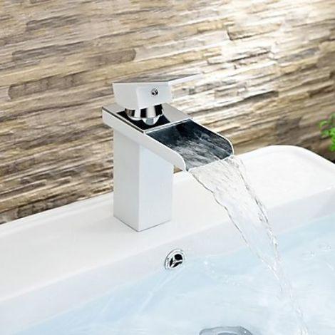 Grifería de lavabo en cascada con grifo monomando, acabado cromado para un estilo contemporáneo