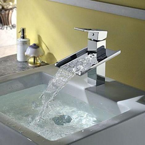 Grifería de lavabo en cascada, estilo contemporáneo y acabado cromado