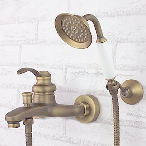 Grifo de ducha montado en la pared