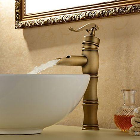 Grifo monomando para lavabo en cascada, acabado de latón para un estilo antiguo