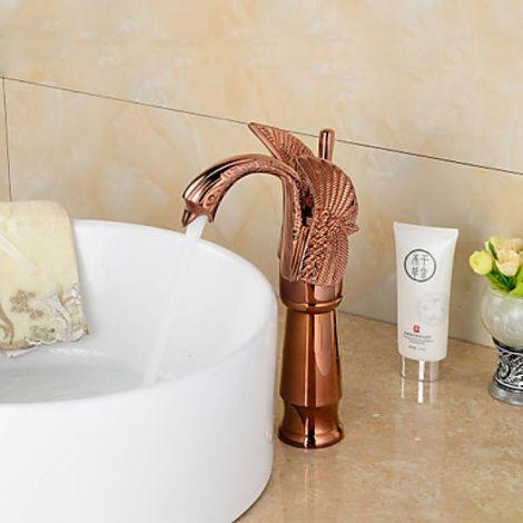 Grifo para lavabo acabado en oro rosa en forma de cisne, con una manija