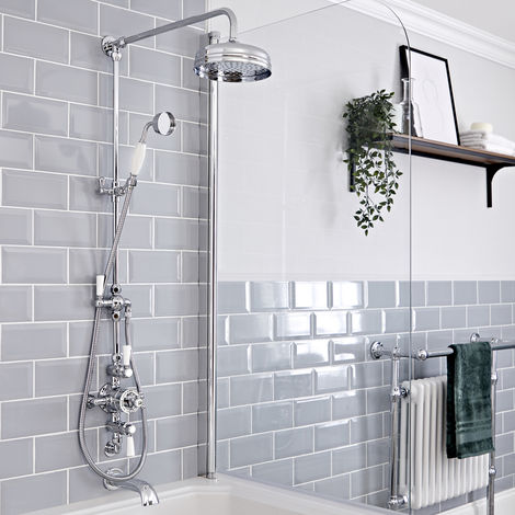 Hudson Reed Elizabeth - Retro Duschsäule mit 3-Wege-Aufputzthermostat, rundem Regenfalleffekt-Duschkopf, Brausegarnitur und Wand-Wanneneinlauf - Chrom und Weiß