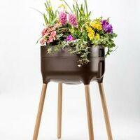 Jardinera elevada Urbalive con Autoriego y patas de madera. Marrón. 50,5x38x76 cm