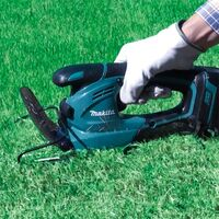 Makita DUM168SYE 18v Li-Ion Cordless Pruner Hedge Cutter Grass Shear 2x Battery