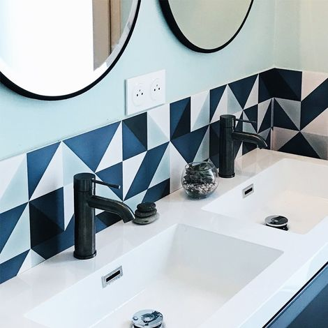 Scandi Indigo | Crédence salle-de-bain en PVC motif graphique scandinave bleu indigo - Lot de 2 bandeaux L70xH30cm