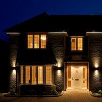 B.K.Licht - Aplique de pared con bombillas GU10 LED para interiores y exteriores de luz blanca cálida, con índice de protección IP44, 2 x 5 W, 800 lúmenes, 3000K, color blanco