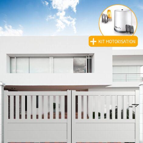 Portail aluminium coulissant semi-ajouré en kit + Motorisation dimension L.3000 (entre piliers) X H.1300 mm couleurs Blanc (RAL 9010)