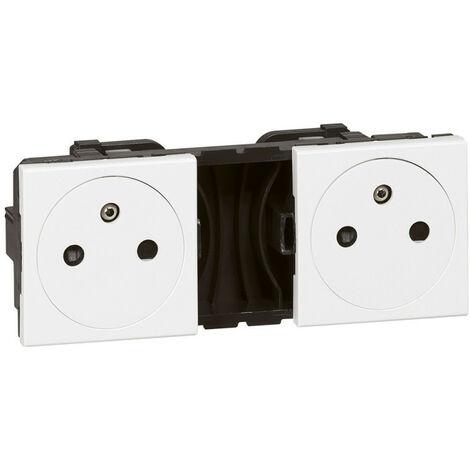 Double prise de courant 2P+T Surface précâblées Mosaic 2x2 modules blanc (077134)