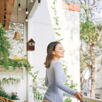 Nichoir pour oiseaux déco, en bois, volière à suspendre, maison déco de jardin, 25,5x18x12 cm, nature/blanc