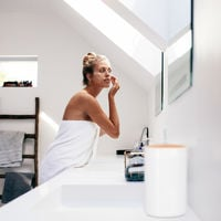 Relaxdays Sanitary Bin, Bamboo Swing Lid, Modern Bathroom Trash Can, Plastic, 5.5 L, H x D: 26.5 x 18 cm, Black