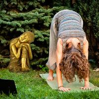 Relaxdays Buddha statue, weather-resistant, head on knee Buddha ornament, zen garden sculpture, 40x37x61 cm (LxWxH) gold