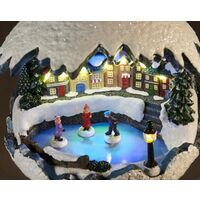 Boule de Noël d'hiver musicale: ballets des patineurs sur glace Westfalia