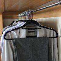 JVL Premium Range Velvet Touch Space Saving Non-Slip Hangers, Large Black, Pack of 20