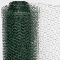 Grillage à mailles hexagonales + Poteaux   Rouleau de 5m   Hauteur 0,75m   Maillage 13x13mm   Incl 4 Poteaux 105cm de haut   Grillage métallique avec revêtement en PVC vert   idéal pour animaux et plantes