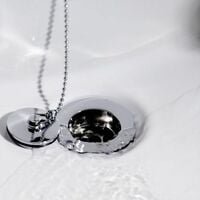 Slotted Basin Waste With Finish Plug And Chain Chrome