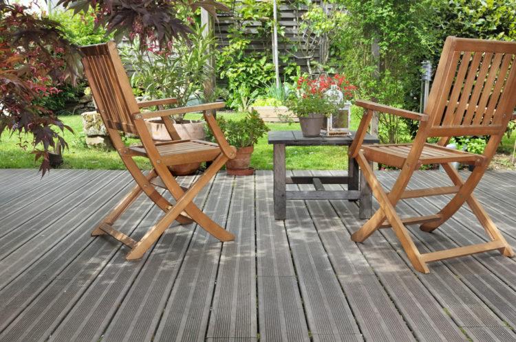 une terrasse composite ou bois sur plots