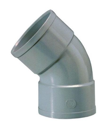 un tuyau PVC à une installation