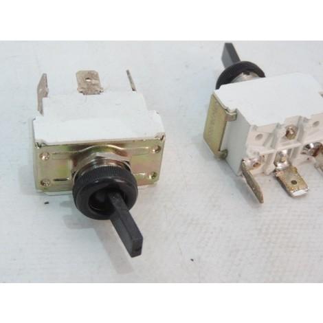 Interrupteur inverseur 10A unipolaire à levier nylon noir ON-ON languette 6.35mm 2703 NL B5 36 MCI 090433