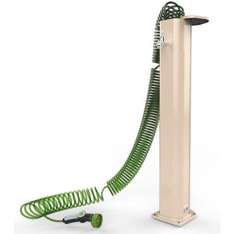 Jardín de la fuente con tubo flexible