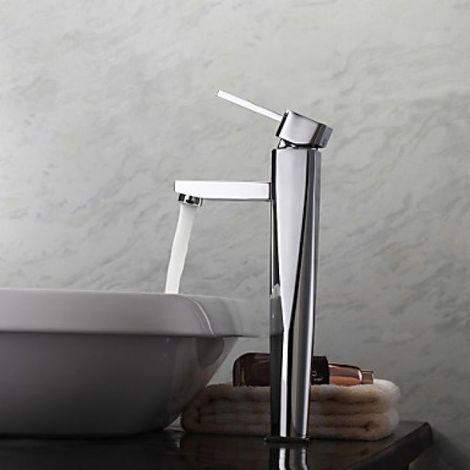 Llave de fregadero de diseño simple y limpia con acabado en metal cromado