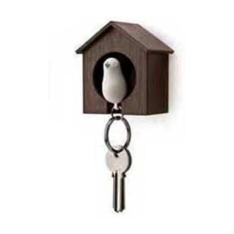 Llavero con casa de madera y gorrión + llavero + pito (Casa marrón + pájaro blanco)