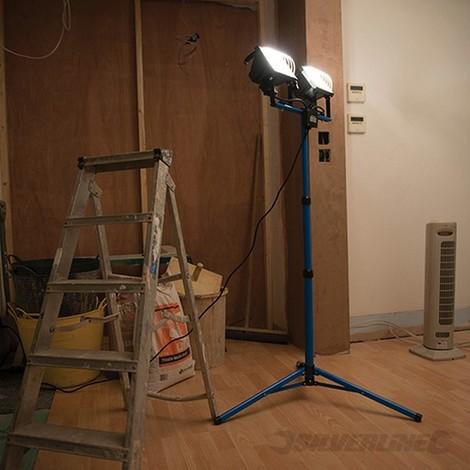 Luz con 2 focos (2 x 500 W. 240 V)