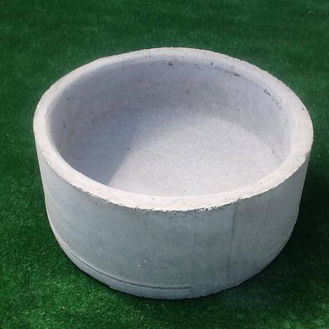 Mangiatoia per maiali e cani circolare in cemento diametro 47 CM H 20 CM