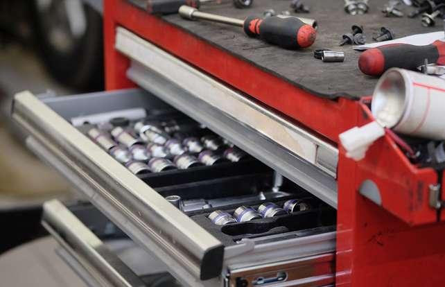 Cómo elegir cajas y carros de herramientas
