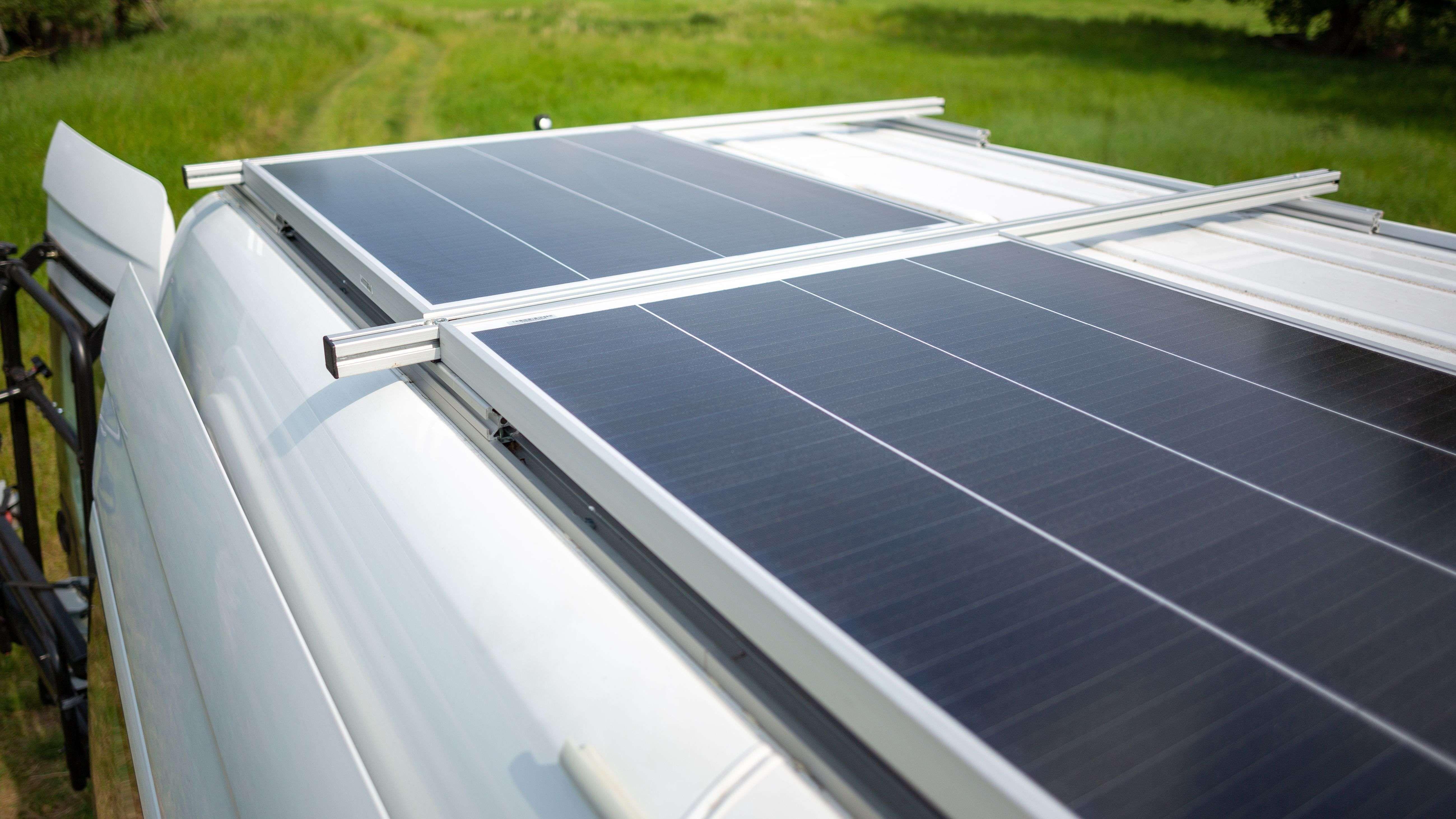 Quale pannello solare scegliere per un camper, un camion o una barca