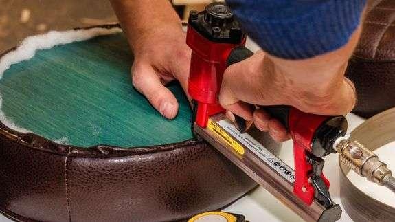 Cómo elegir una clavadora y una grapadora neumáticas