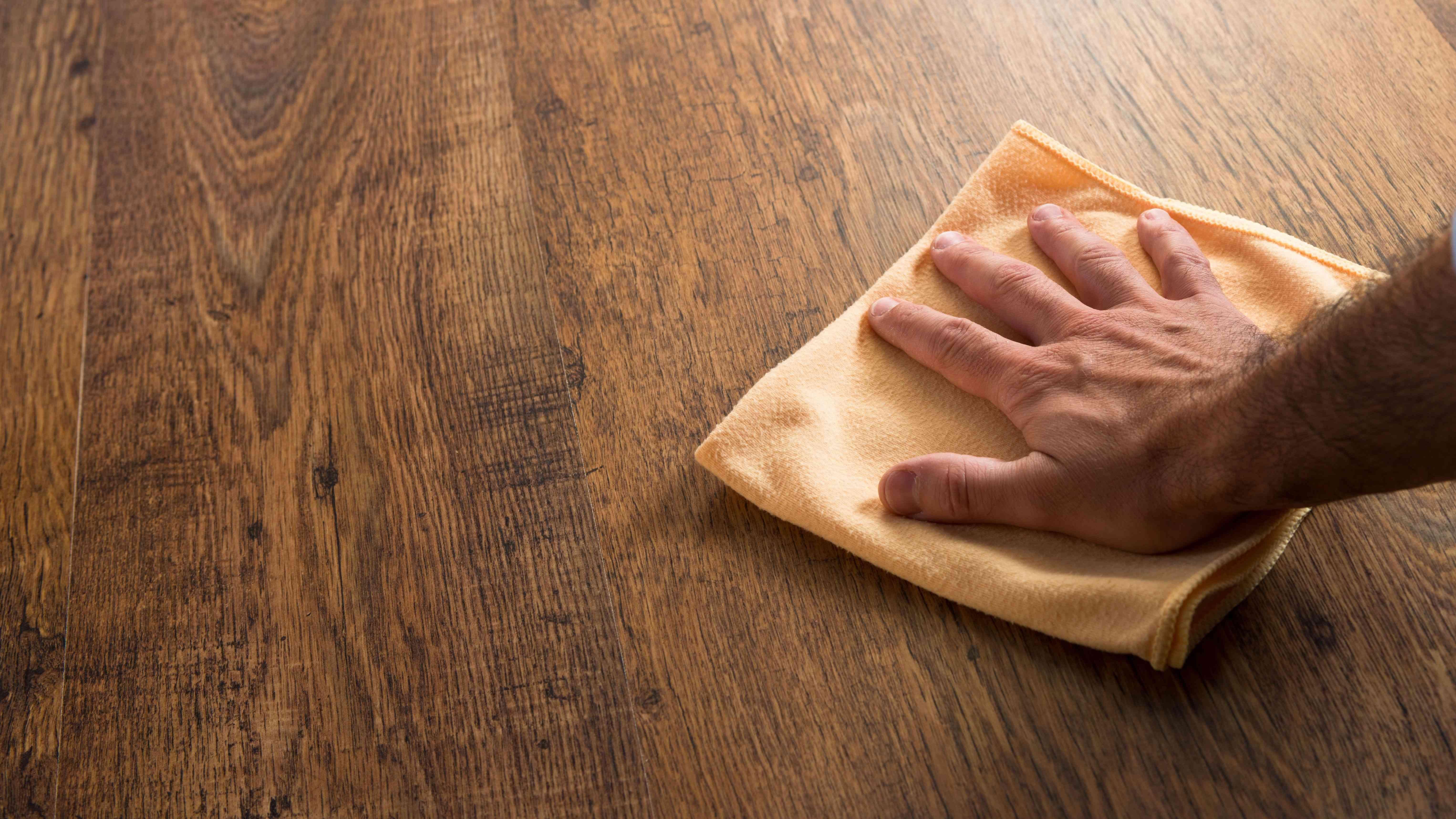Comment choisir ses produits d'entretien pour le bois