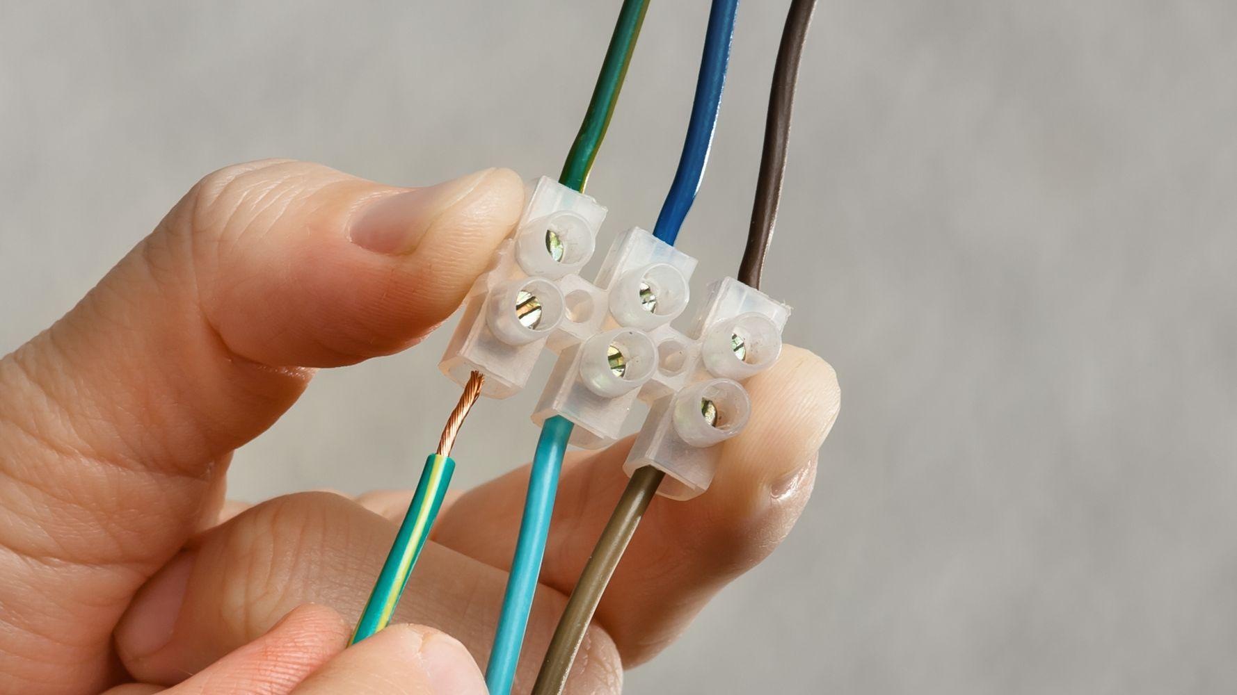 Comment choisir ses accessoires de connexion électriques