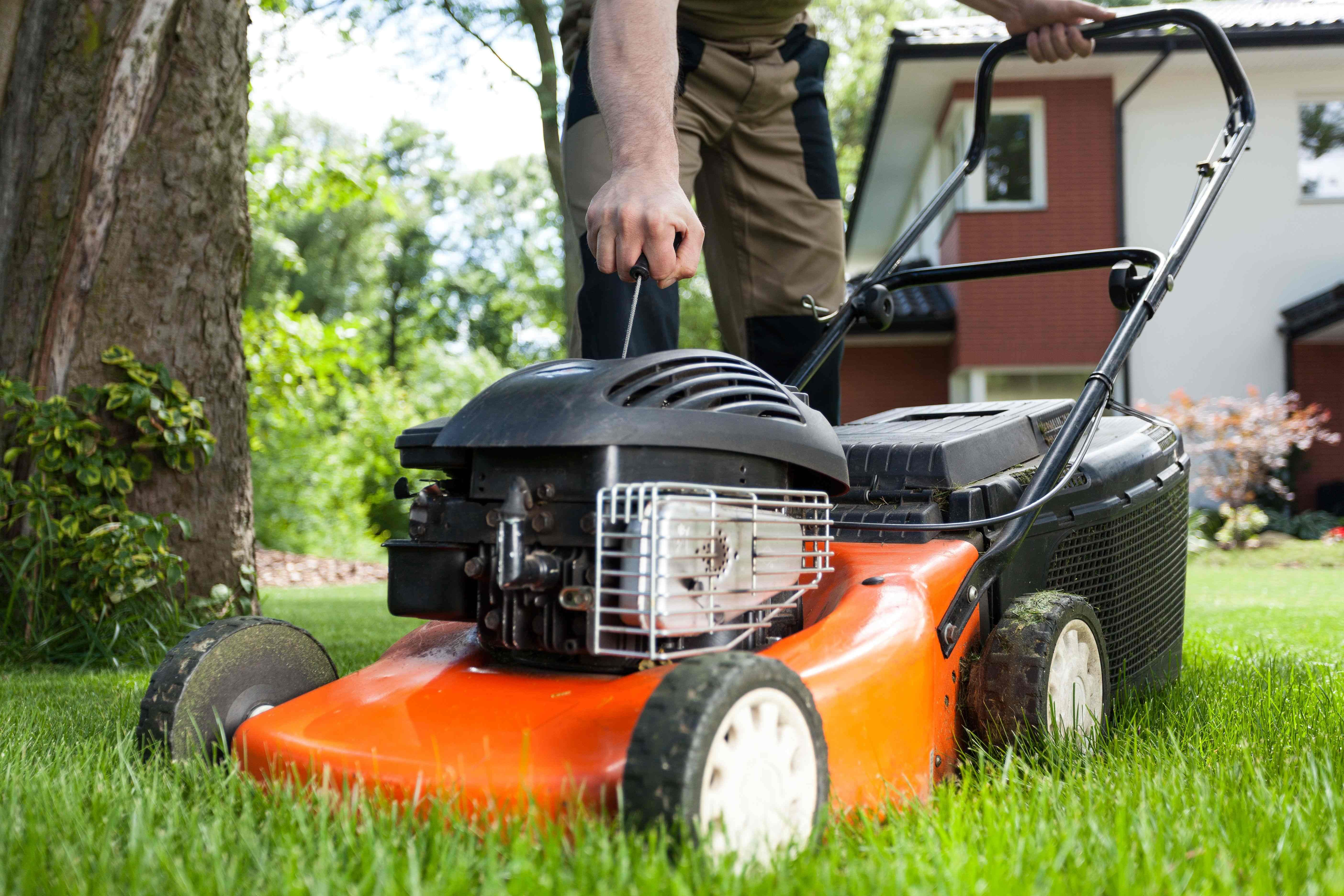 How to change your lawnmower oil