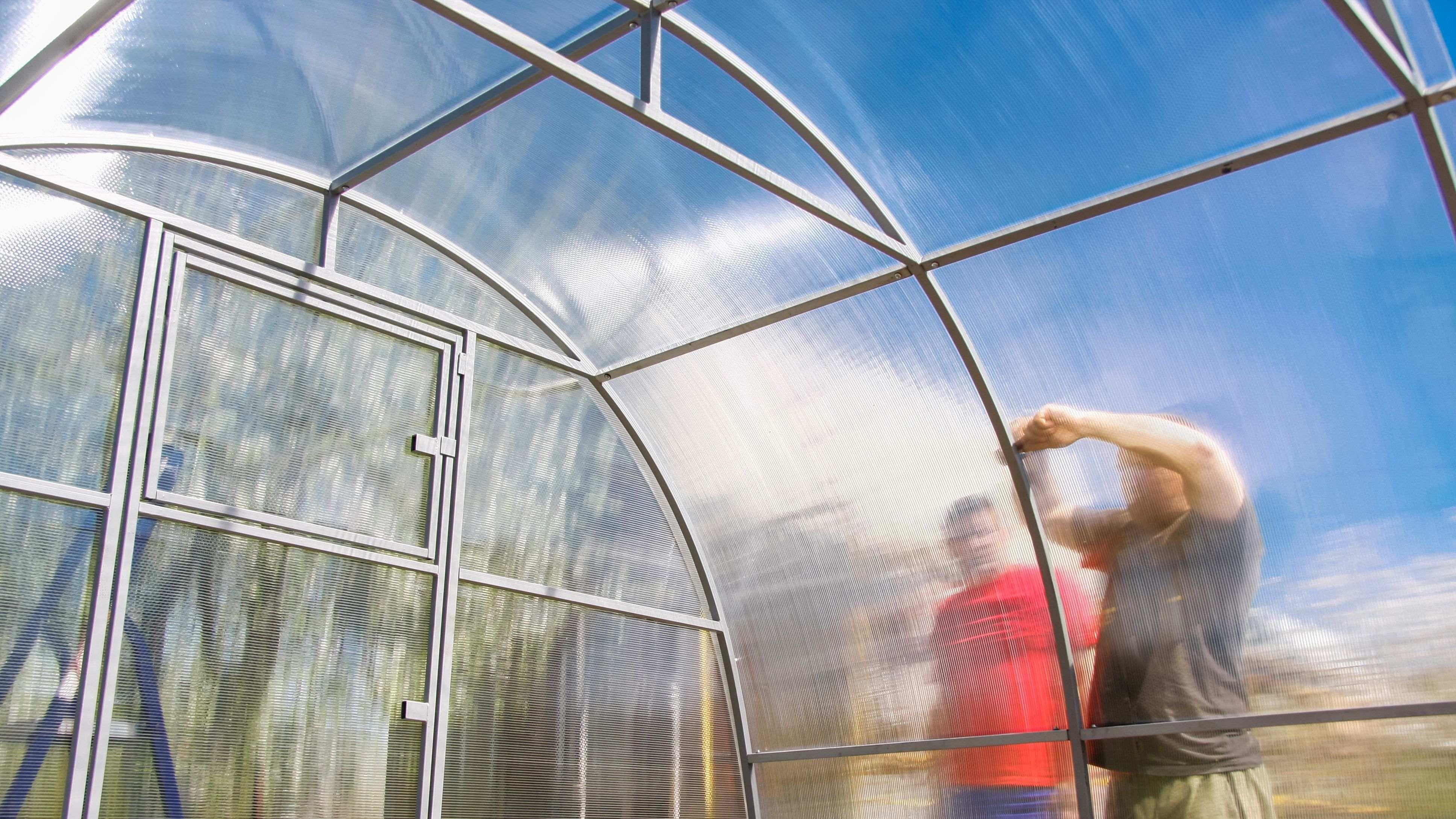 Comment installer une serre tunnel de jardin