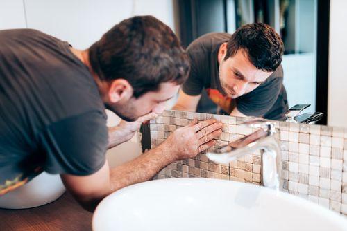 Come posare un mosaico nel bagno