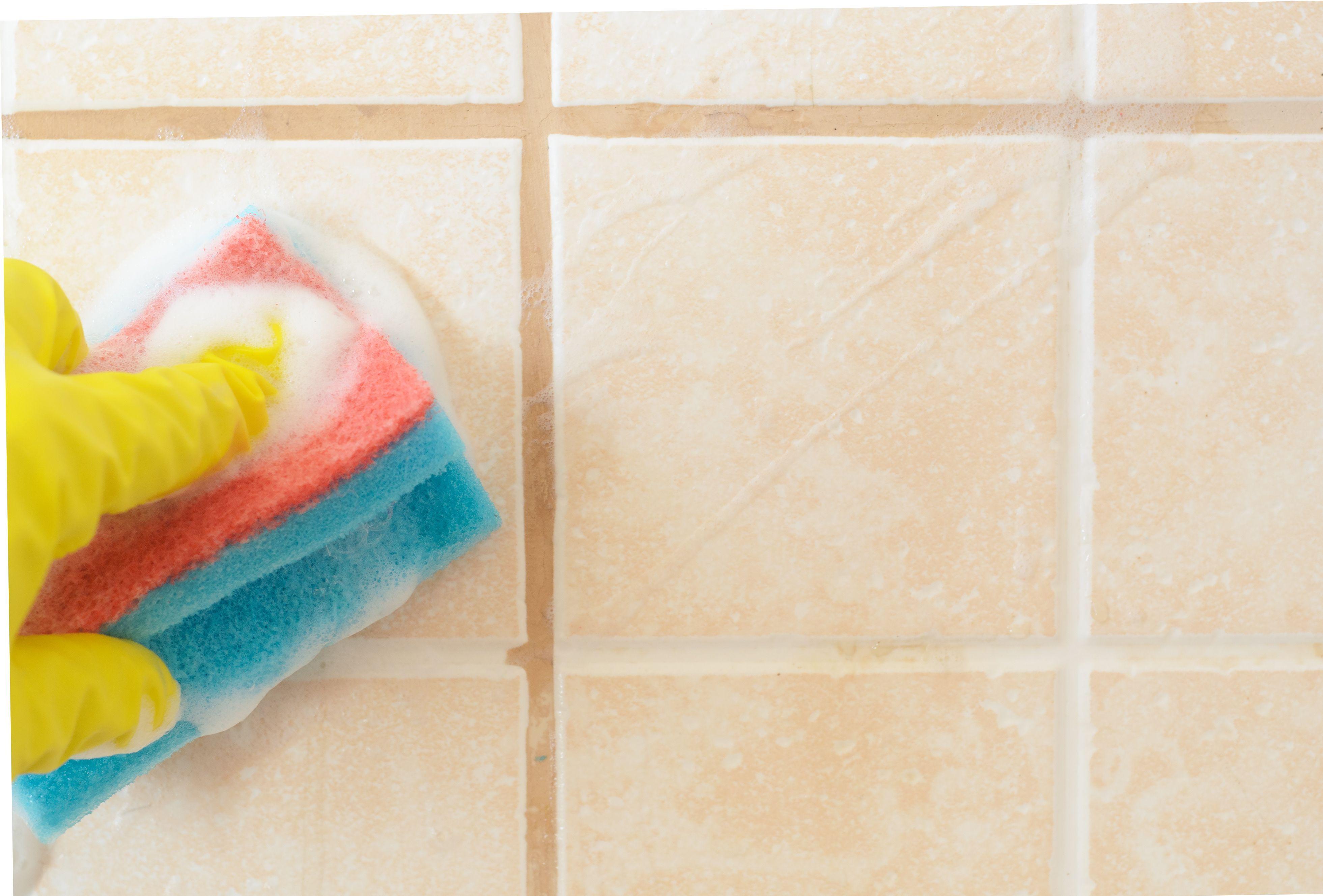 Comment détartrer du carrelage de salle de bains