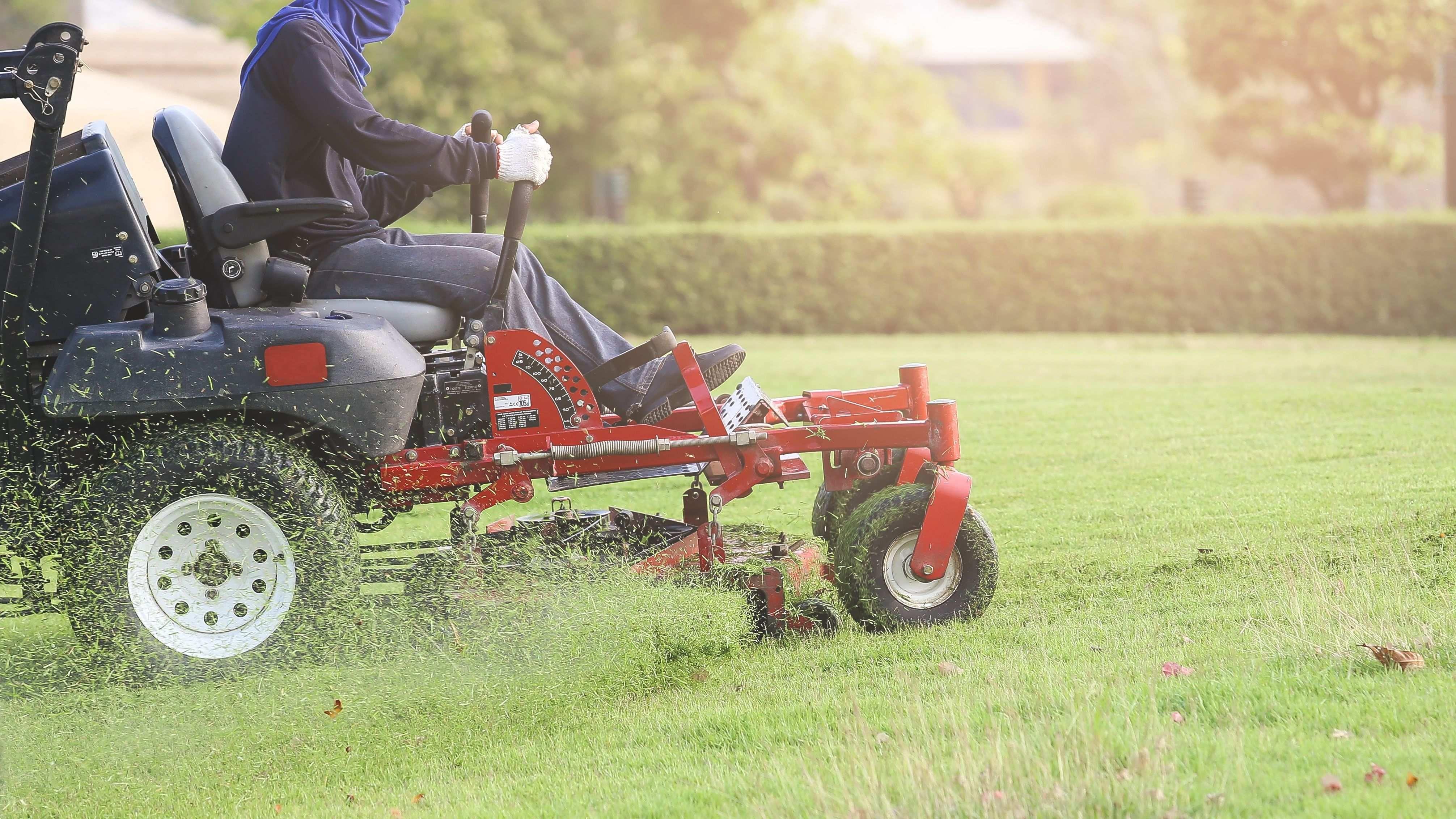 Comment entretenir un tracteur tondeuse à gazon