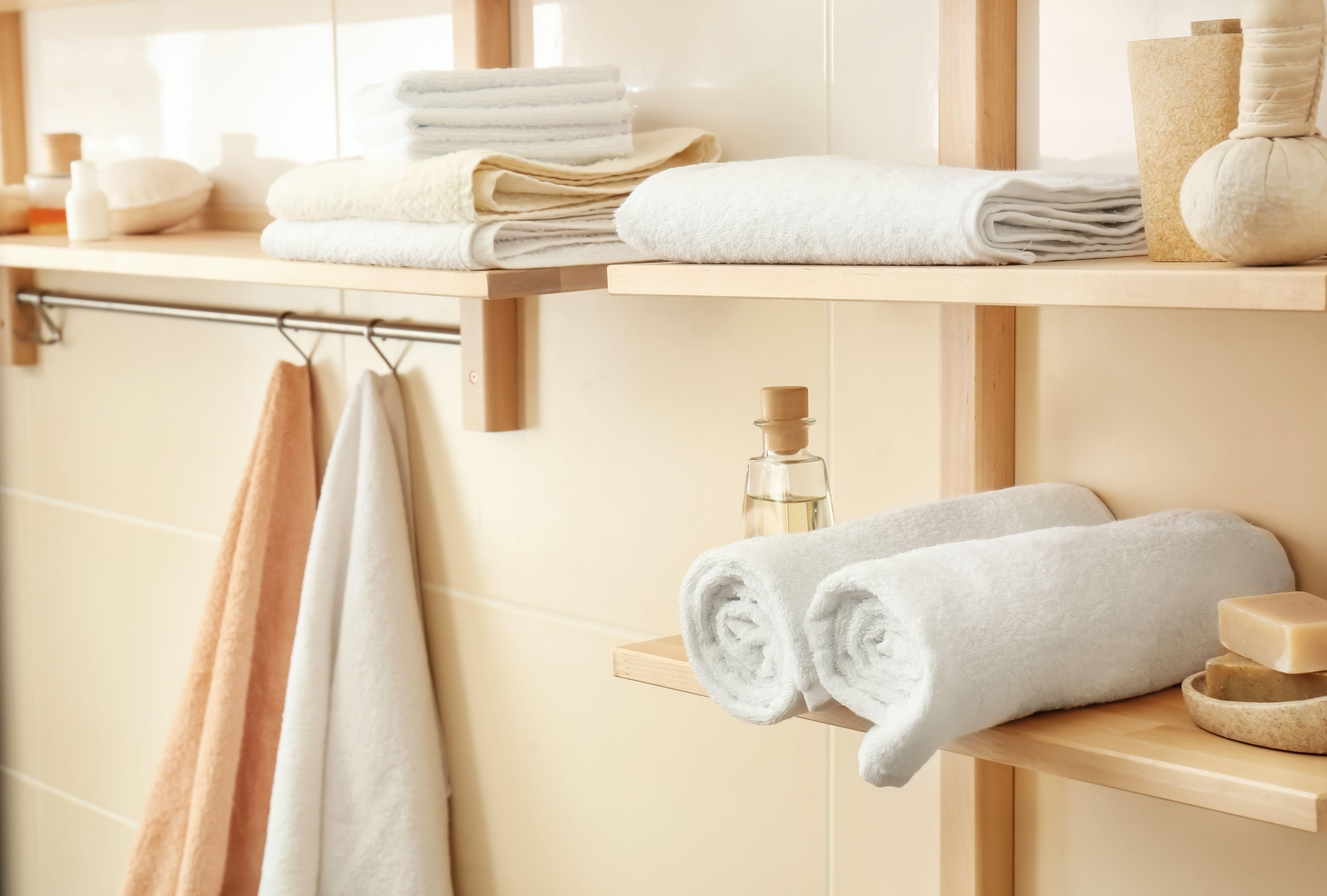 Come scegliere le mensole e gli scaffali per il bagno