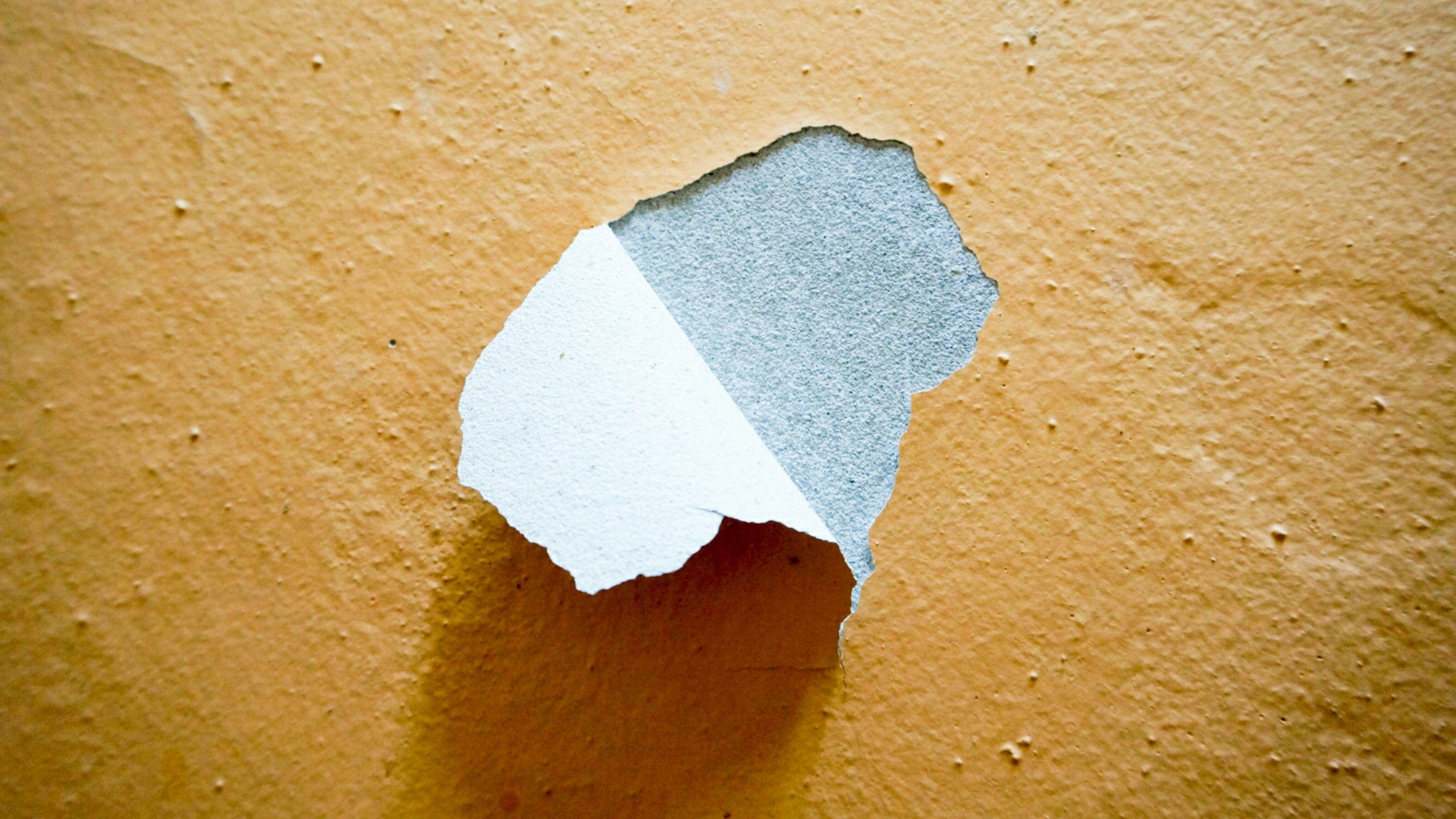 Pittura che si stacca: perché e come evitarlo