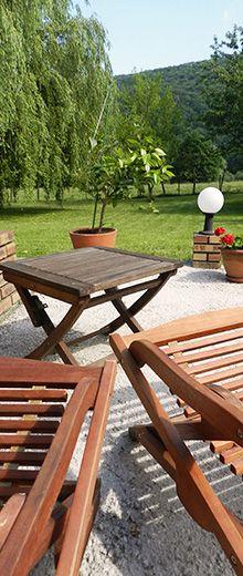 Come pulire i mobili da giardino