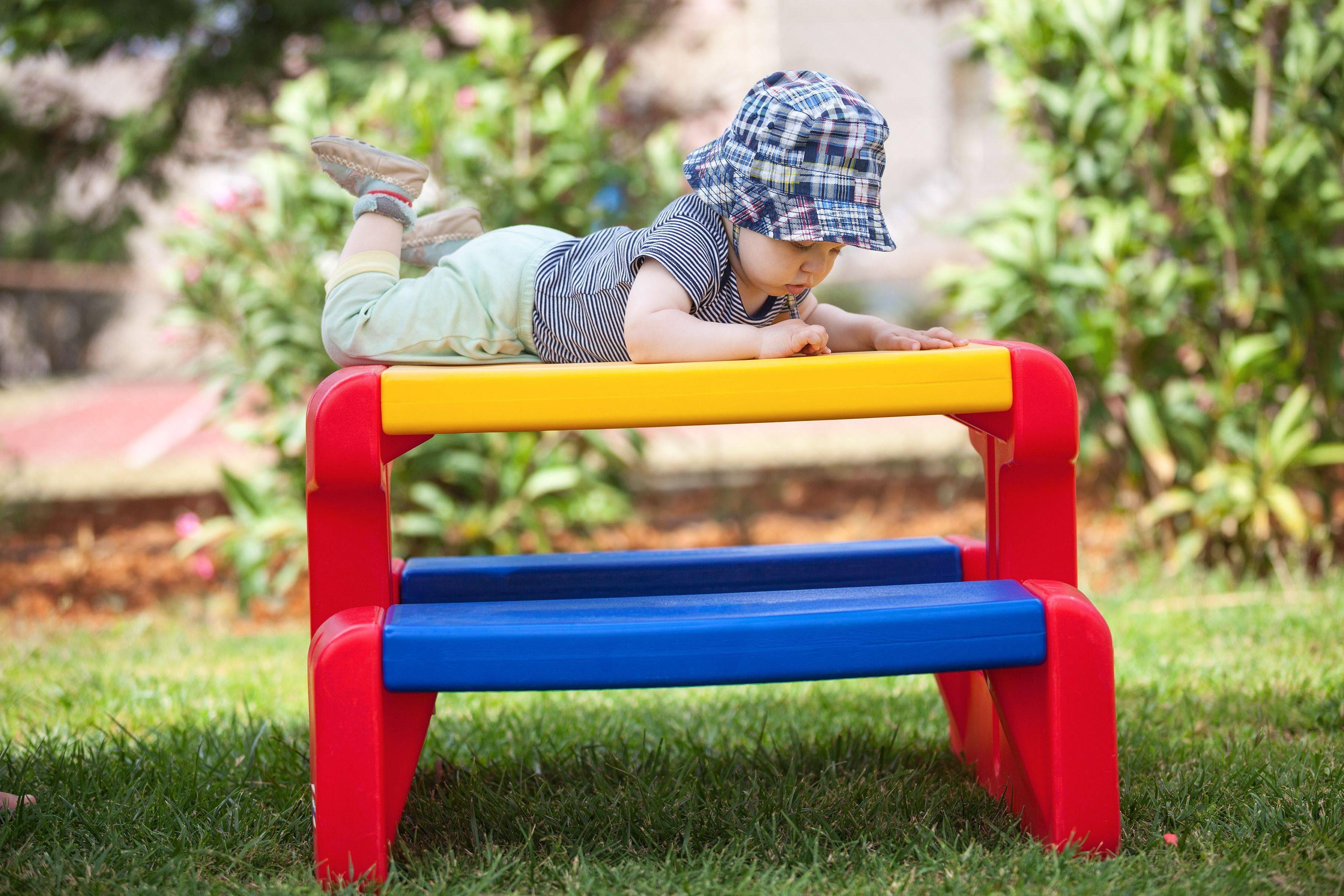 Come scegliere i mobili da giardino per bambini