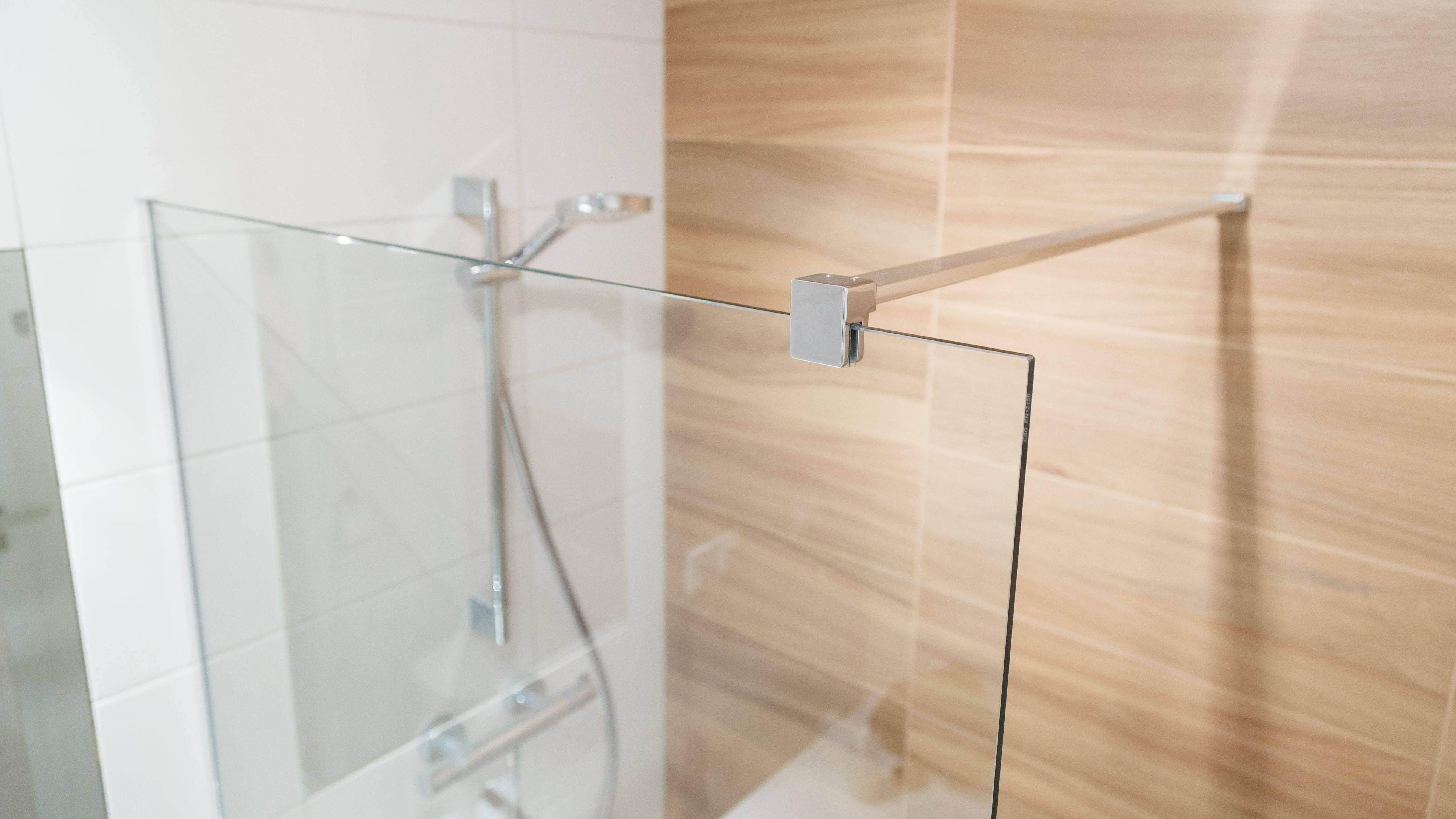 Come installare  una parete della doccia